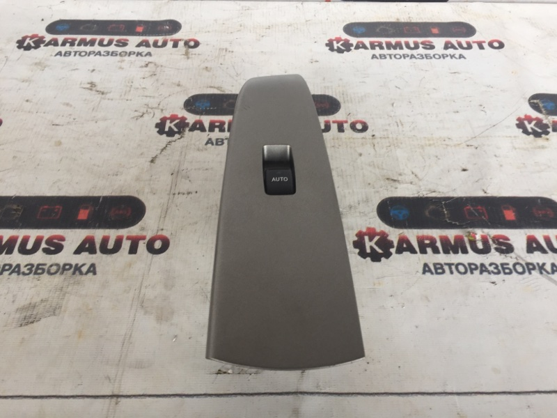 Блок управления стеклоподъемником Toyota Prius NHW20 задний правый
