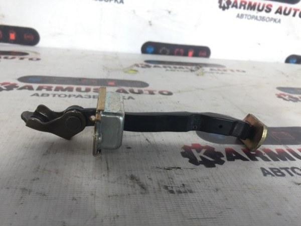 Ограничитель двери Nissan Bluebird Sylphy KG11 передний левый