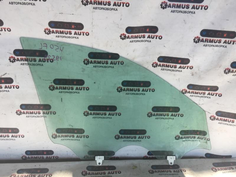 Стекло боковое Nissan Fuga Y50 переднее левое