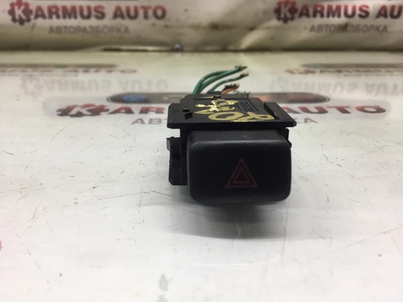 Кнопка аварийной сигнализации Toyota Cresta GX100