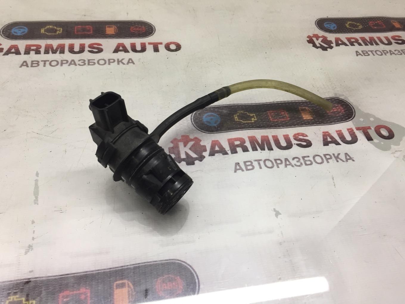 Мотор бачка омывателя Toyota Prius NHW20 задний