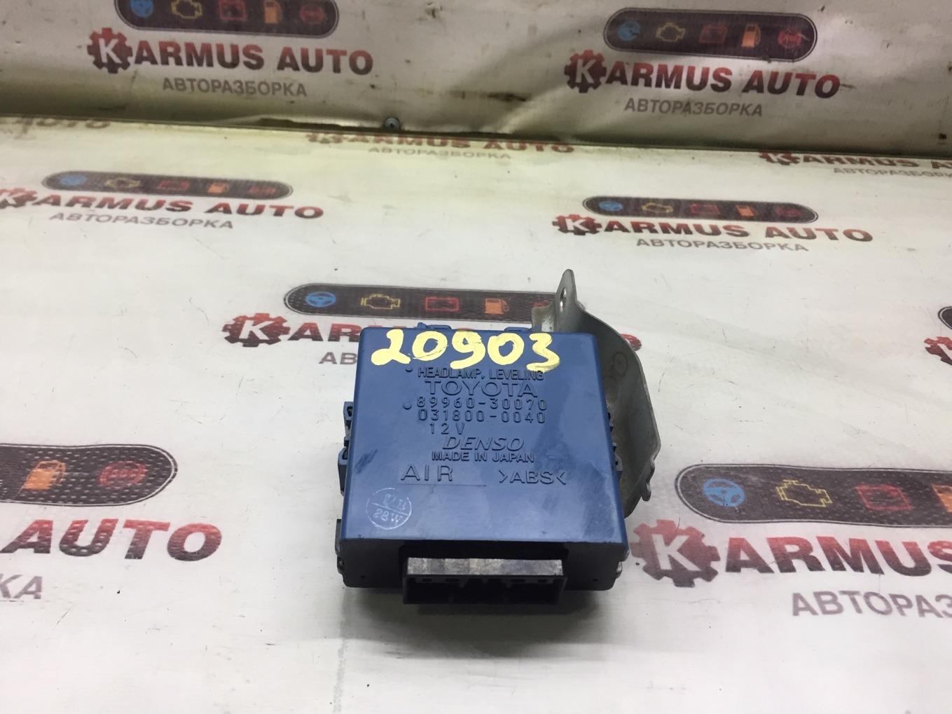 Блок управления фар Toyota Crown Majesta UZS171