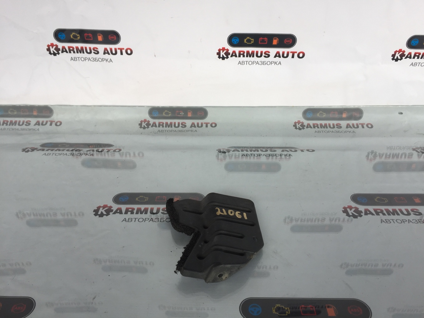 Защита радиатора Toyota Crown Majesta UZS171 правая