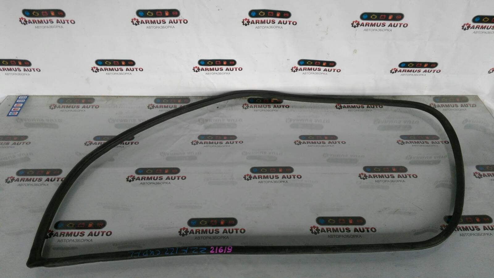 Уплотнитель двери Toyota Corolla Fielder ZZE122 передний левый