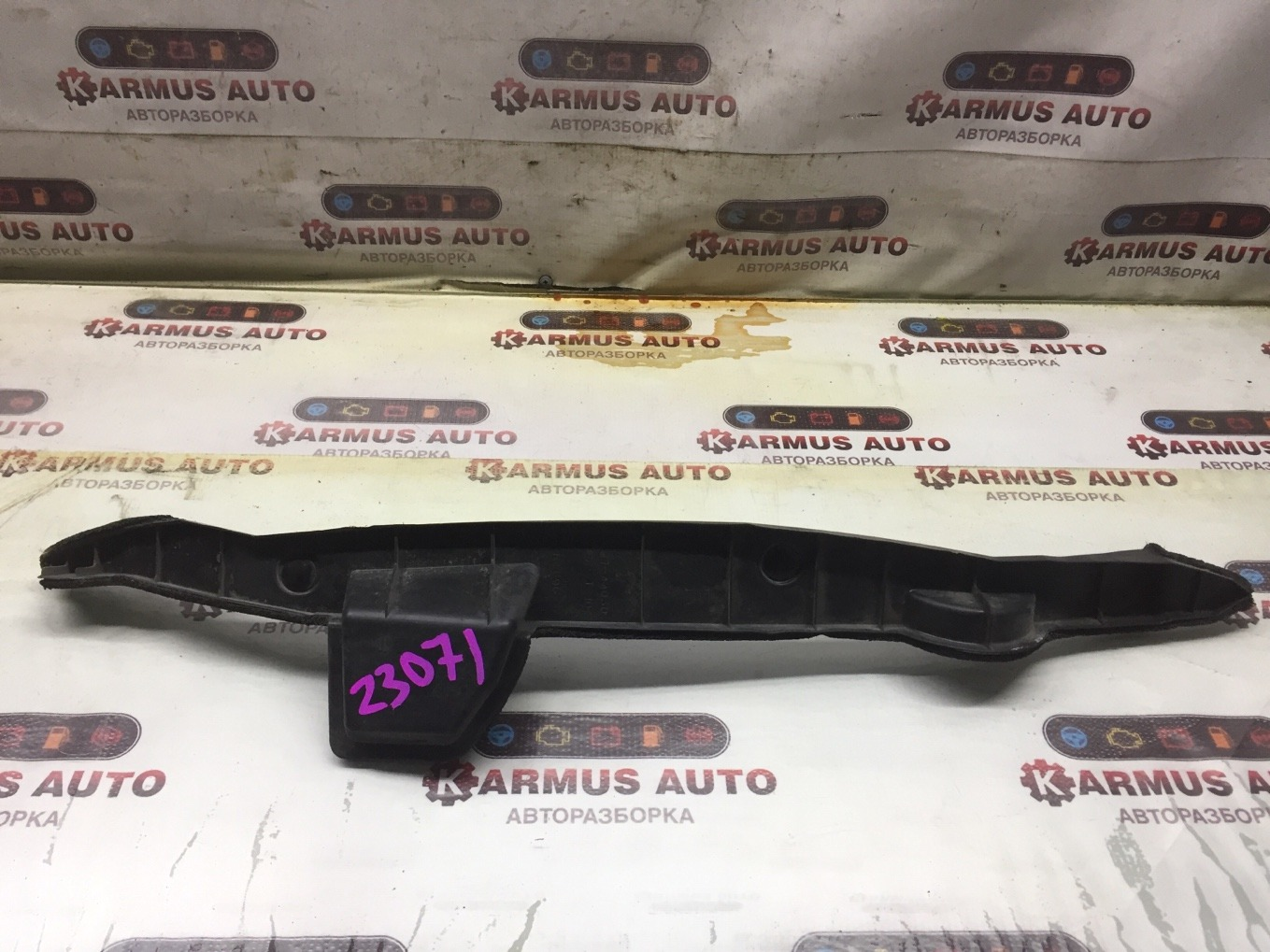 Пыльник крыла Toyota Isis ANM10 передний правый