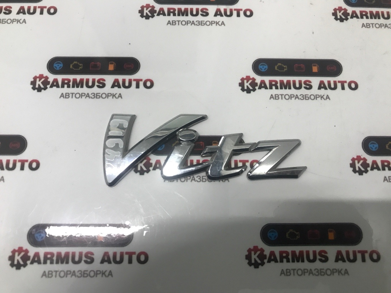 Эмблема Toyota Vitz KSP130