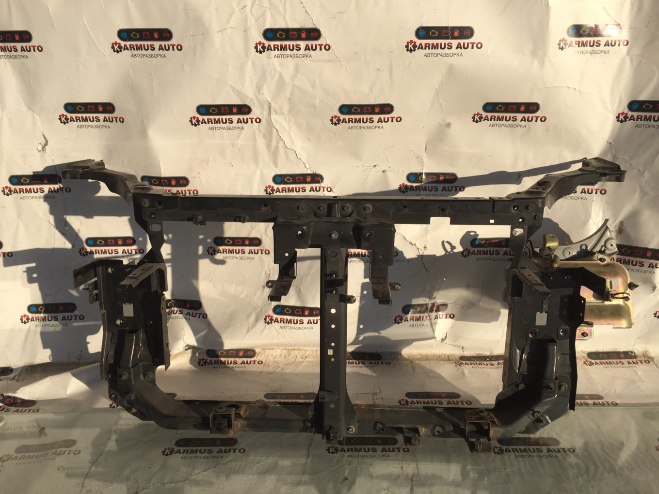 Рамка радиатора Nissan Lafesta B30 MR20DE