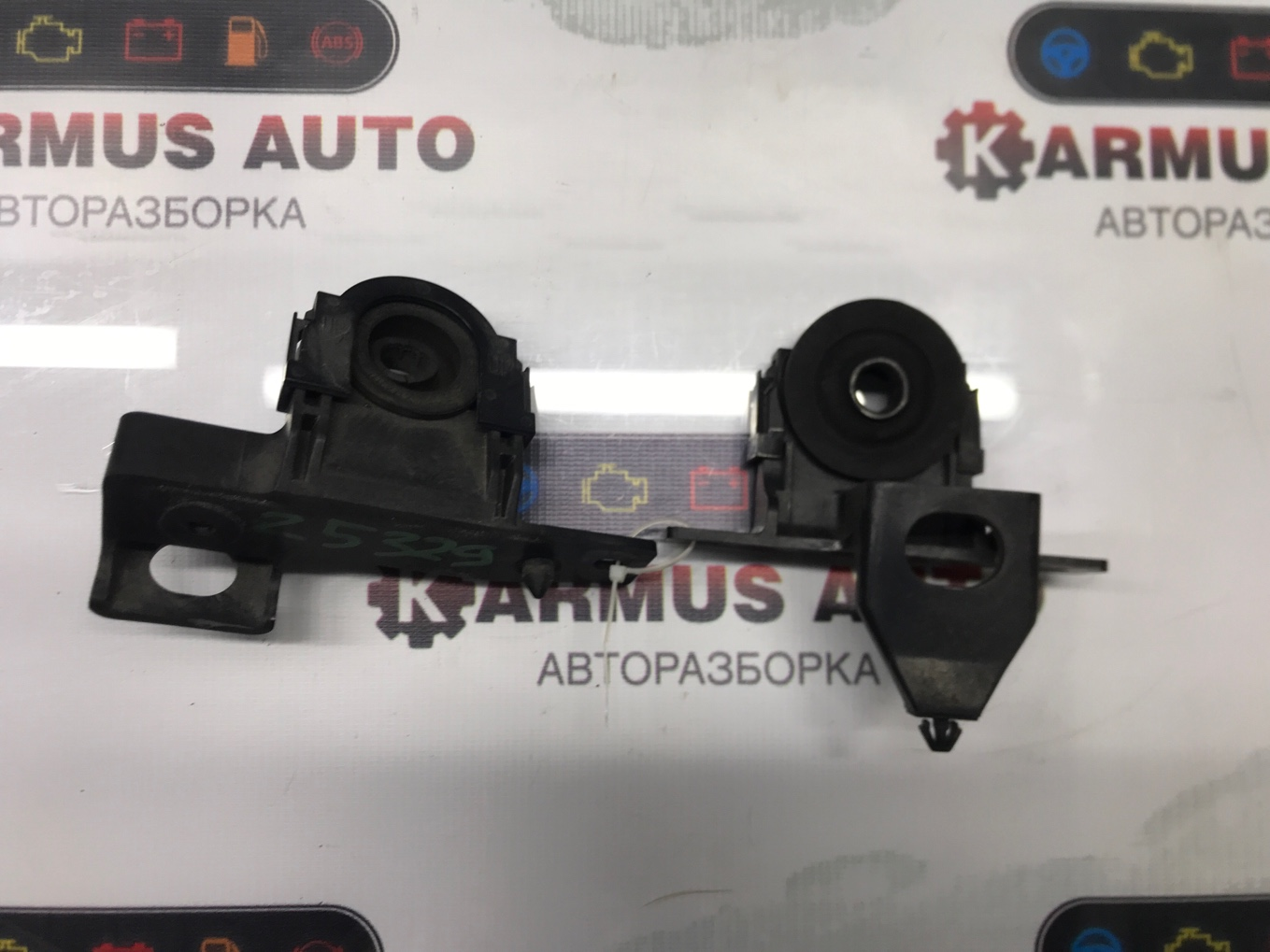 Крепление радиатора Nissan Lafesta B30 MR20DE