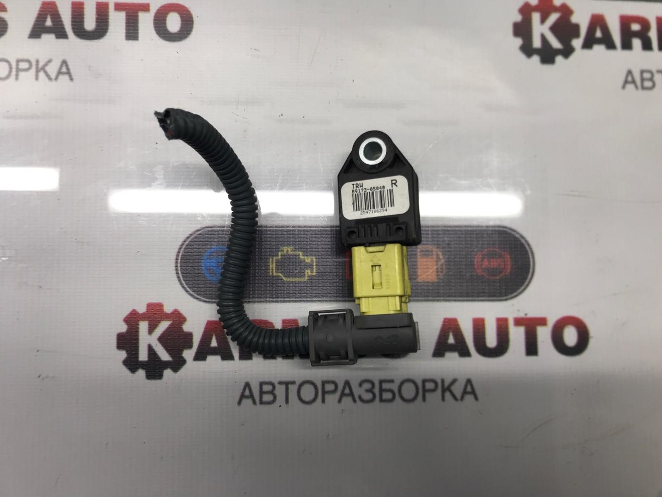 Датчик airbag Toyota Avensis AZT250 2AZFSE правый