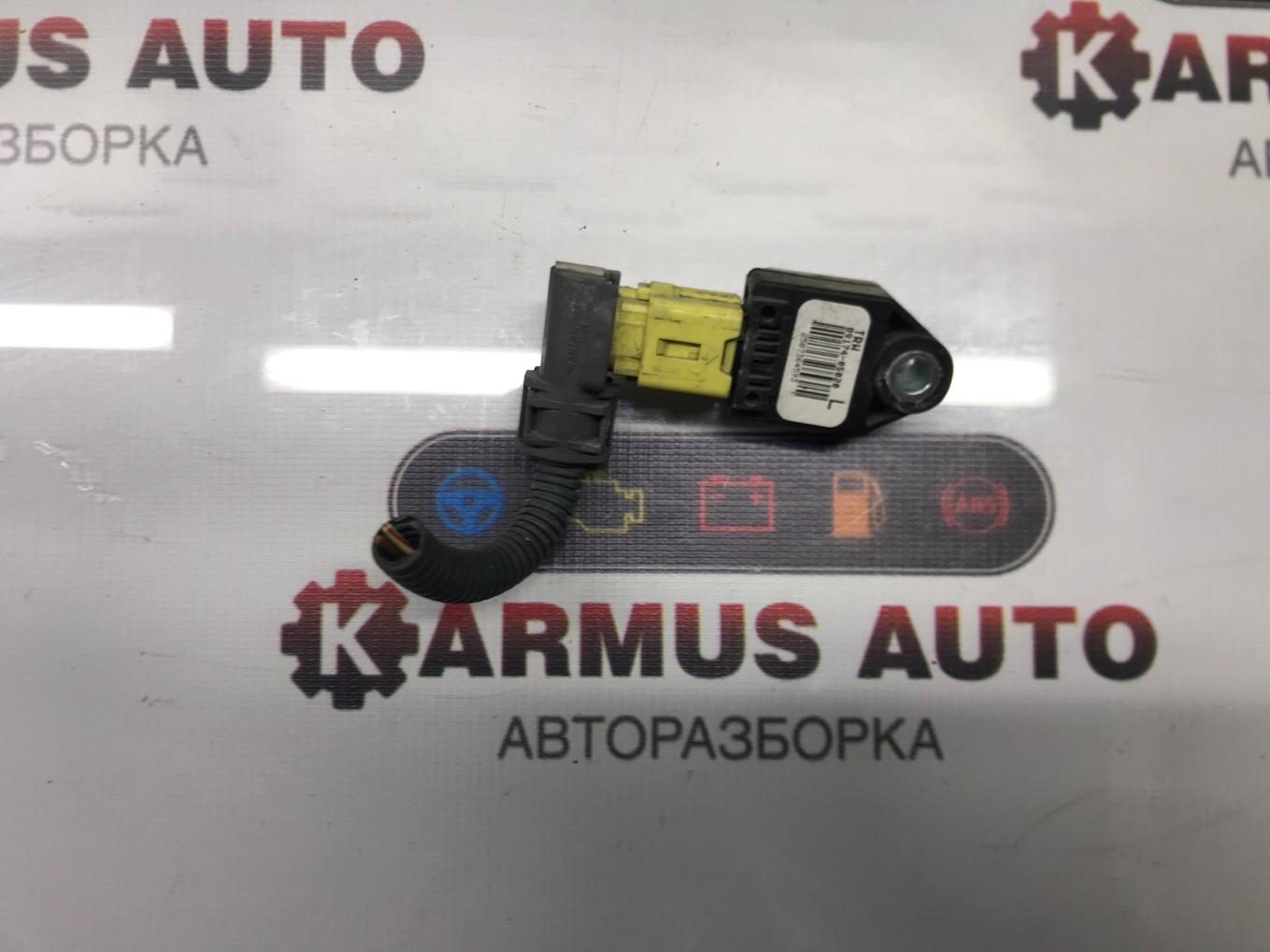 Датчик airbag Toyota Avensis AZT250 2AZFSE левый