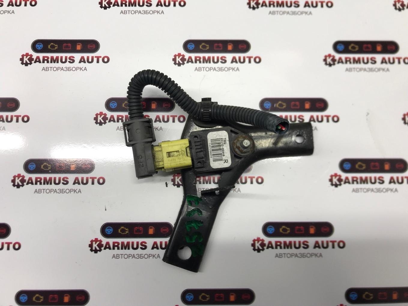 Датчик airbag Toyota Avensis AZT250 2AZFSE передний правый
