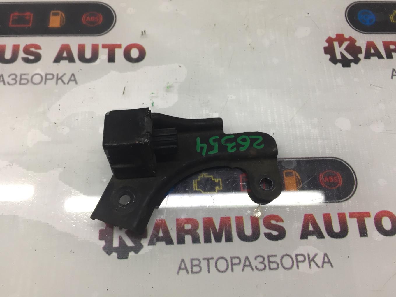 Датчик airbag Toyota Crown Majesta UZS171 1UZFE передний правый