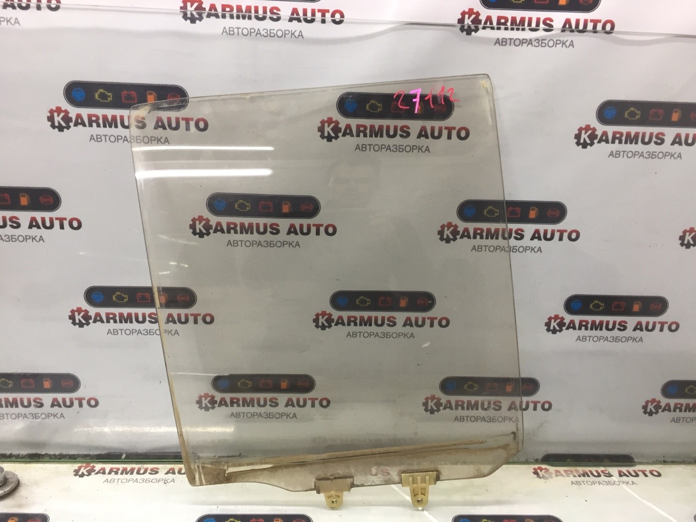 Стекло боковое Nissan Terrano D21 VG30E заднее левое