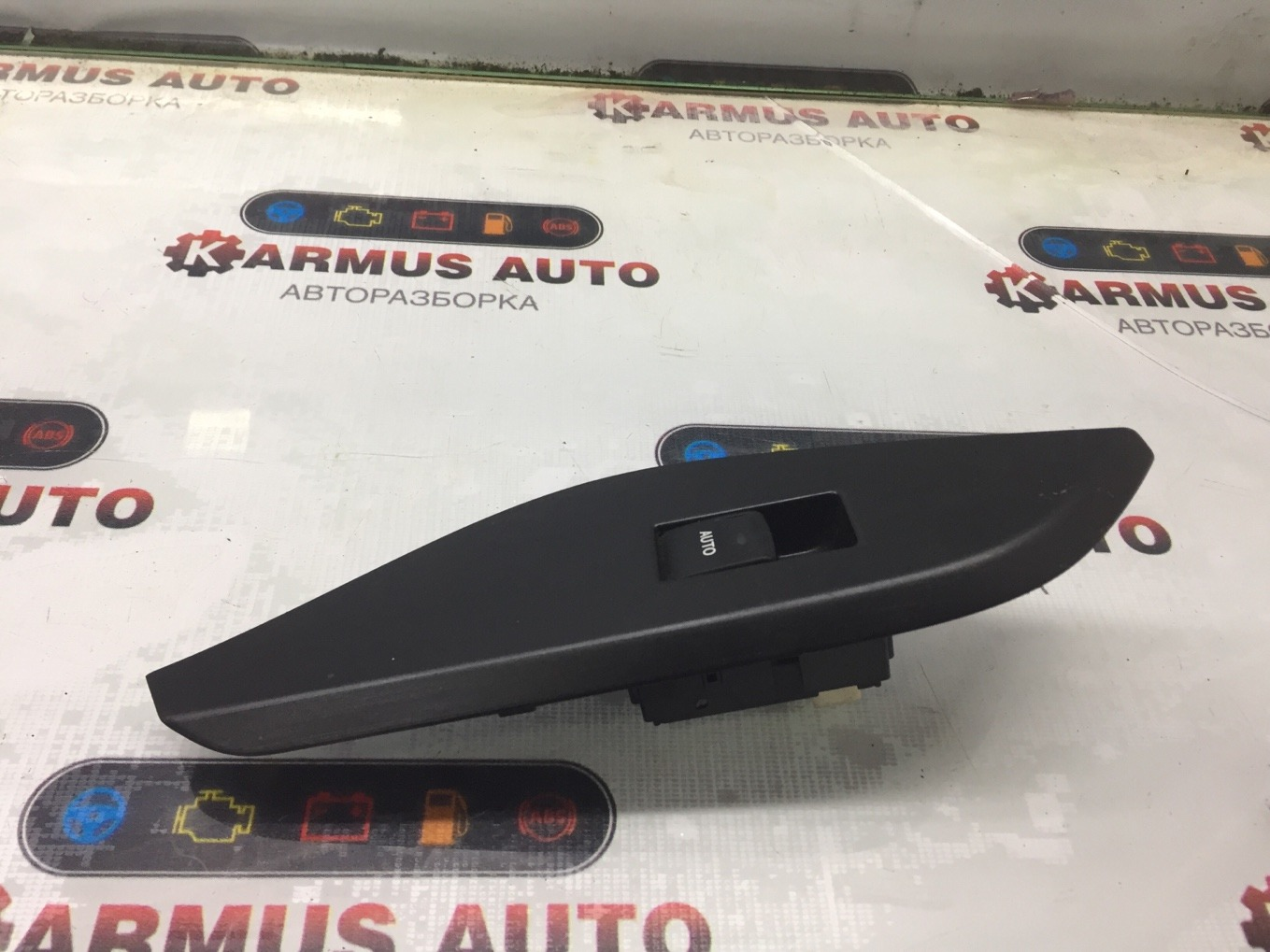 Кнопка стеклоподъемника Toyota Mark X Zio ANA10 2AZFE задняя левая