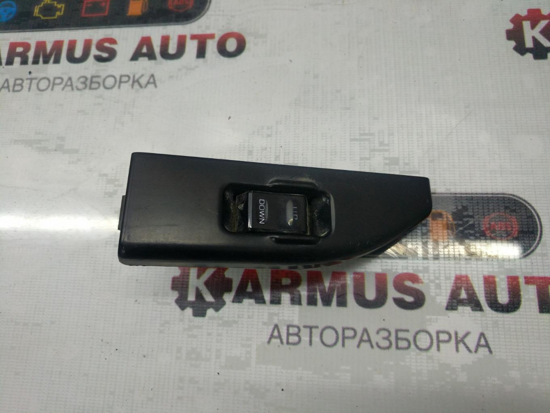 Кнопка стеклоподъемника Nissan Terrano WHYD21 VG30E задняя правая