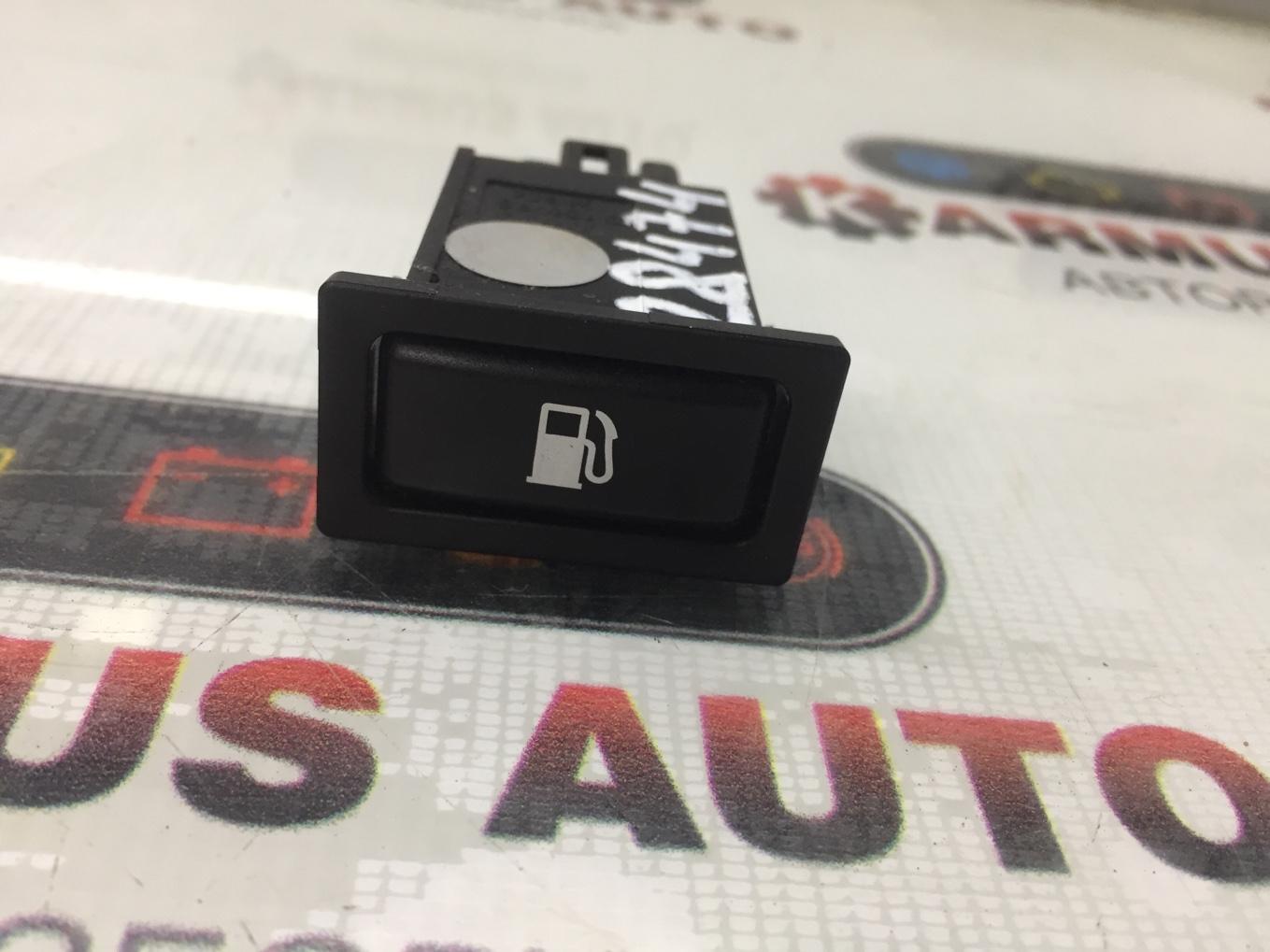 Кнопка открывания бензобака Toyota Avensis AZT251 2AZFSE