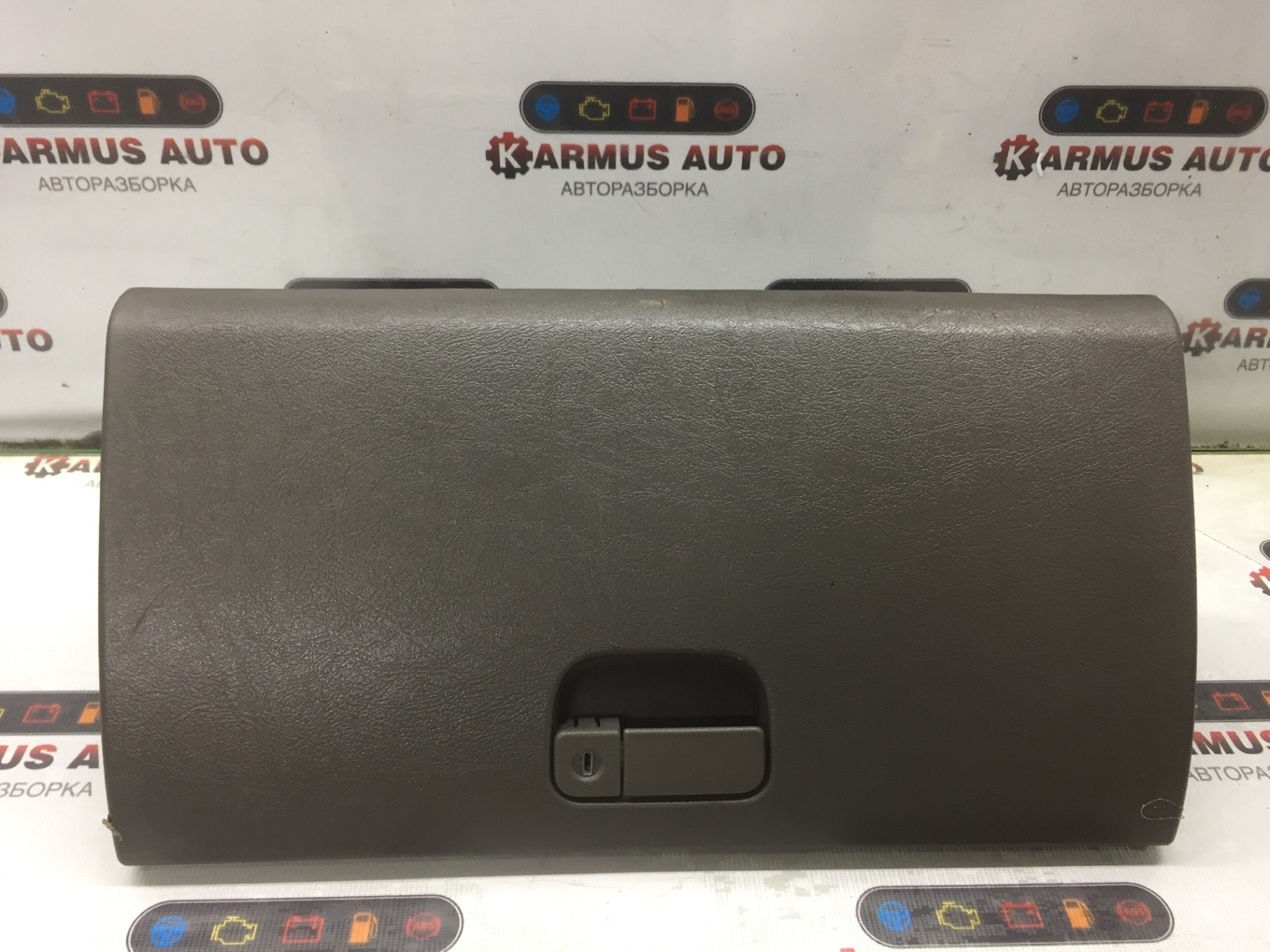 Бардачок Mitsubishi Chariot Grandis N94W 4G64 1997