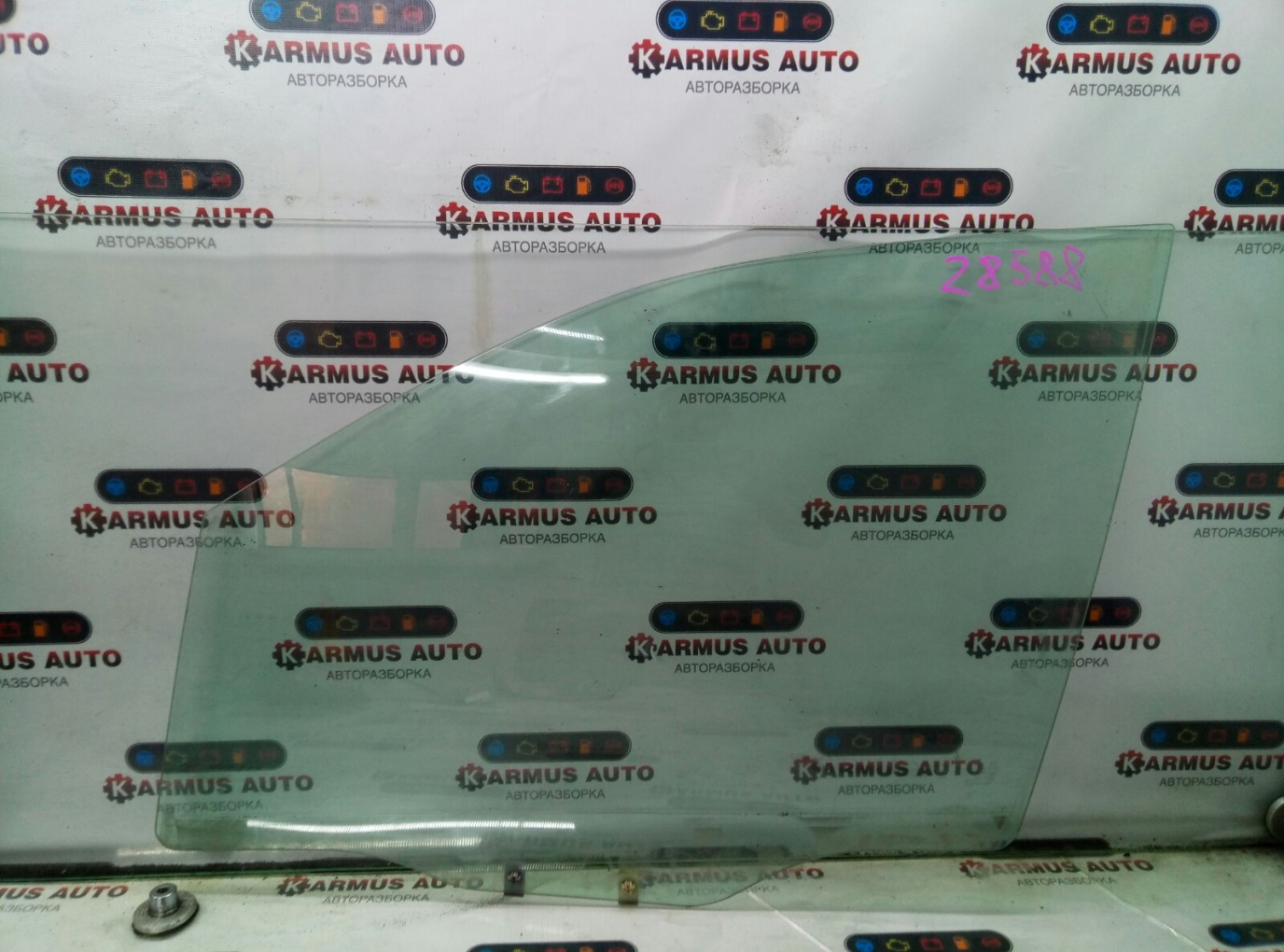 Стекло боковое Mitsubishi Chariot Grandis N94W 4G64 1997 переднее левое