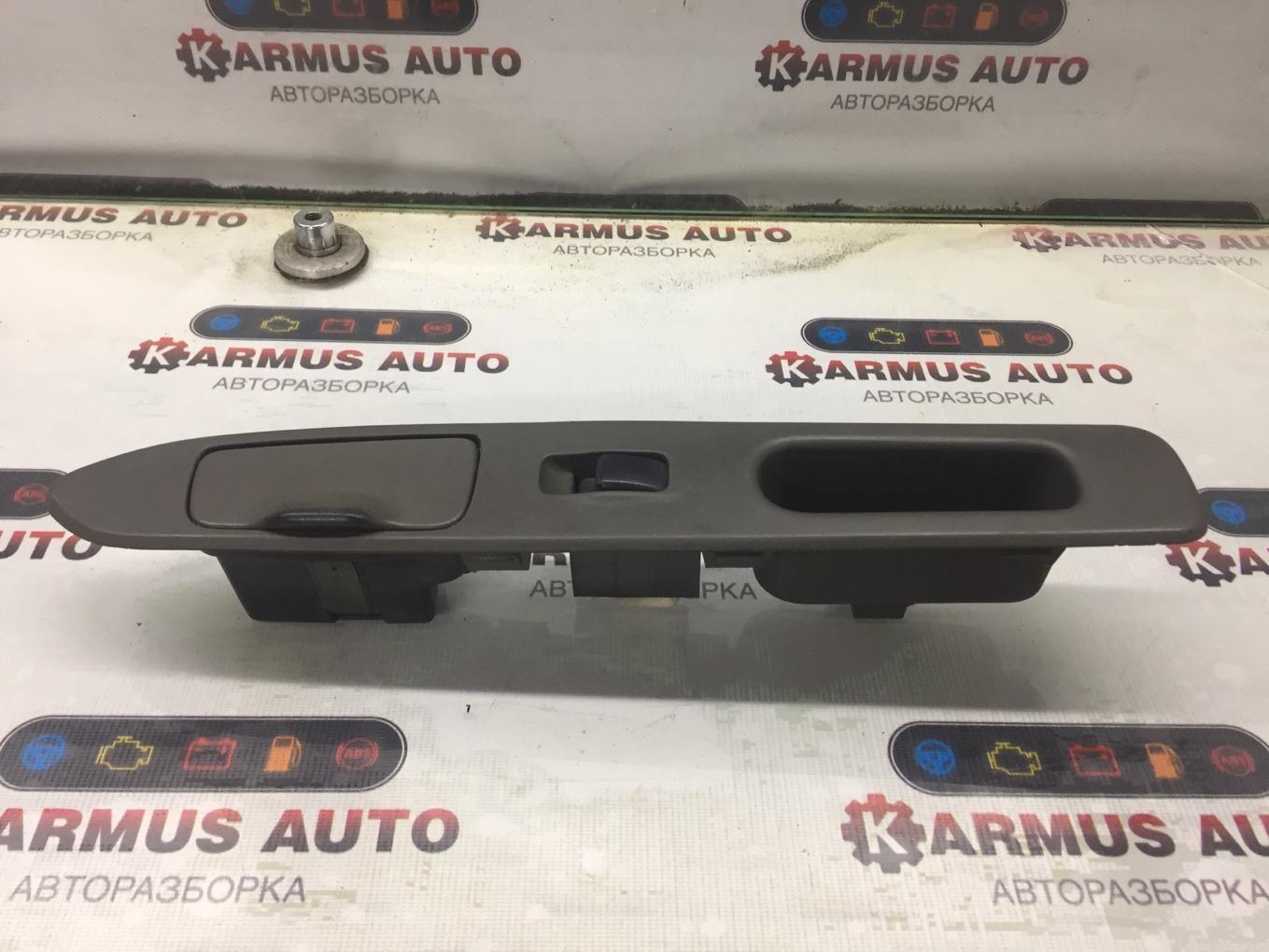 Кнопка стеклоподъемника Mitsubishi Chariot Grandis N94W 4G64 1997 задняя правая
