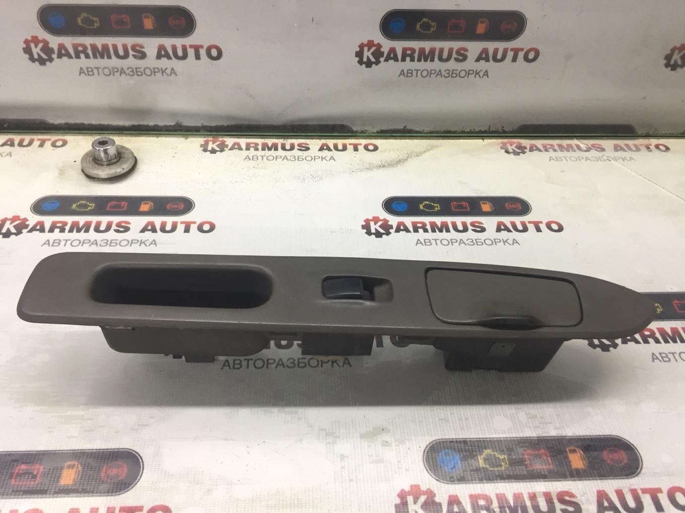 Кнопка стеклоподъемника Mitsubishi Chariot Grandis N94W 4G64 1997 задняя левая