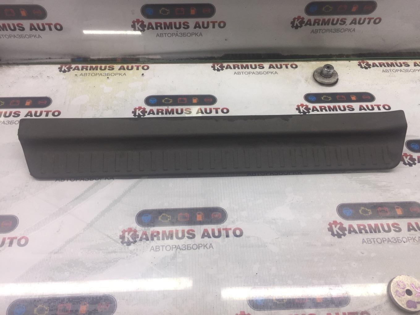 Накладка на порог Mitsubishi Chariot Grandis N94W 4G64 1997 задняя правая