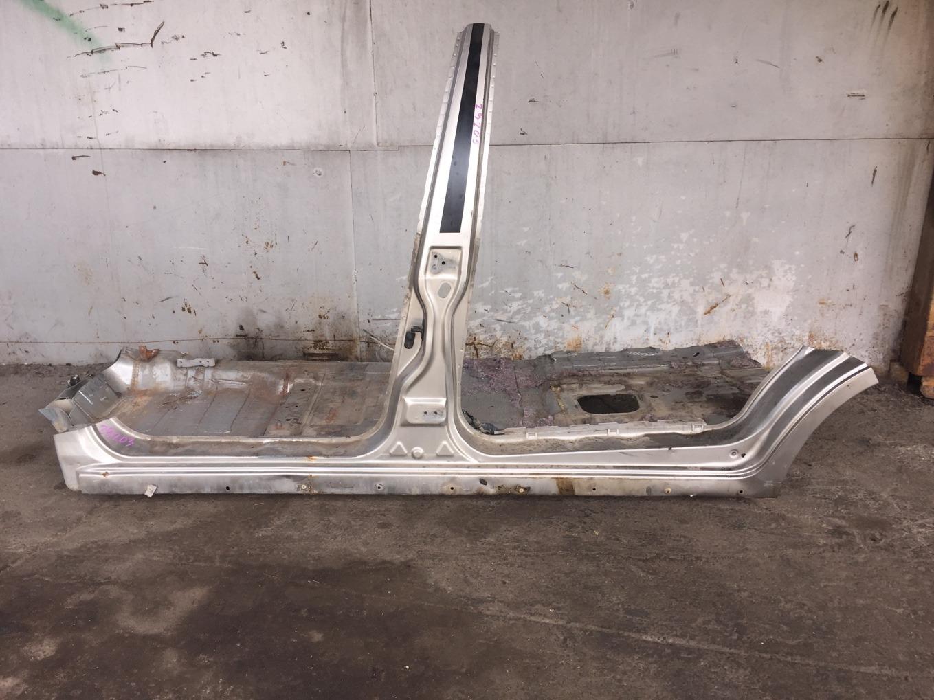 Порог кузовной Mitsubishi Chariot Grandis N94W 4G64 1997 левый