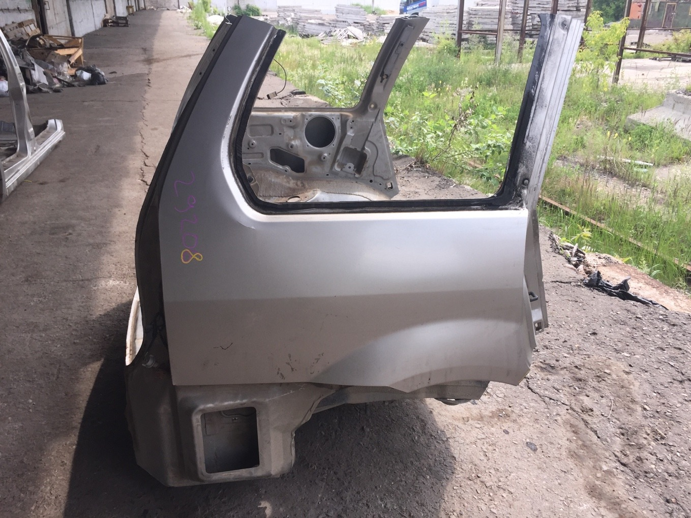 Крыло Mitsubishi Chariot Grandis N94W 4G64 1997 заднее правое