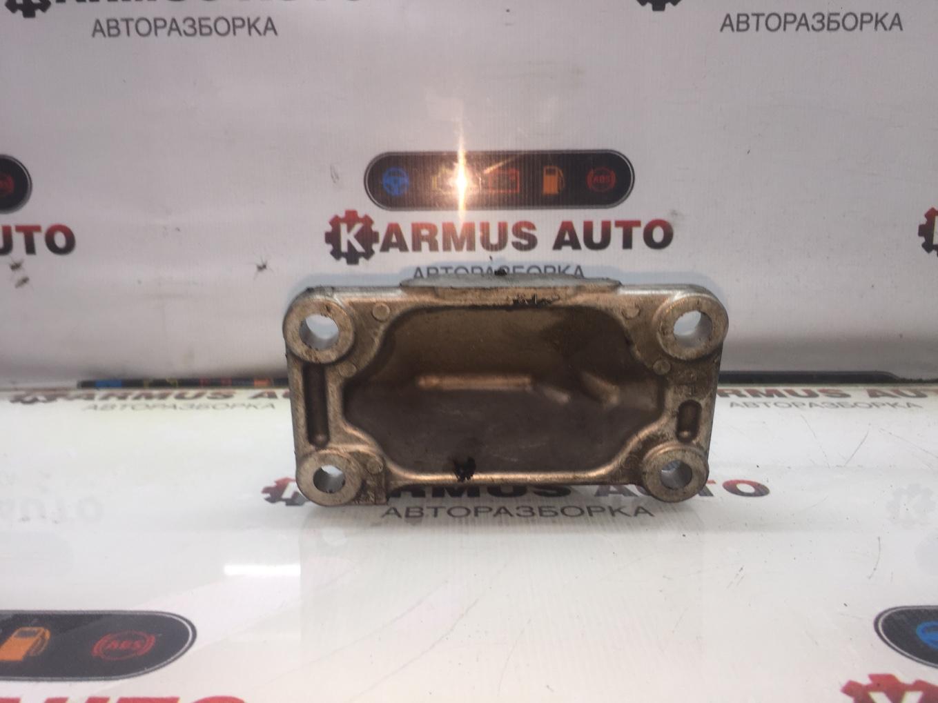 Кронштейн опоры двигателя Nissan Cima GF50 VK45DD правый