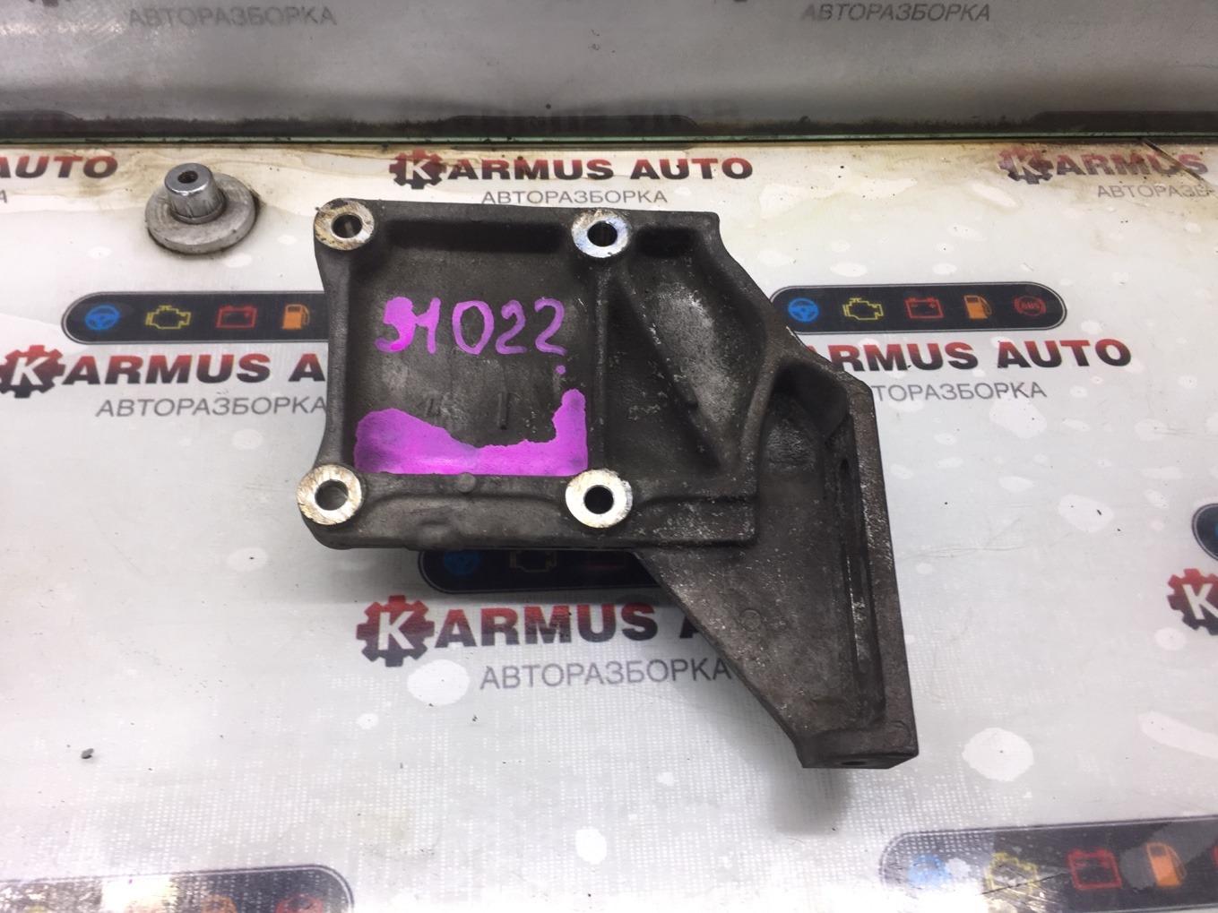 Кронштейн компрессора кондиционера Nissan Laurel HC34 RB20E