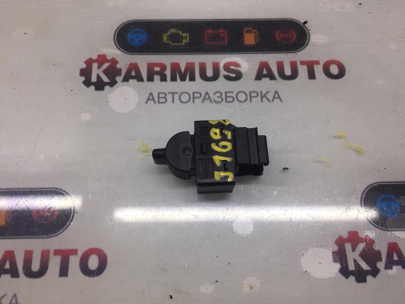 Кнопка стеклоподъемника Nissan Lafesta B30 MR20DE задняя левая