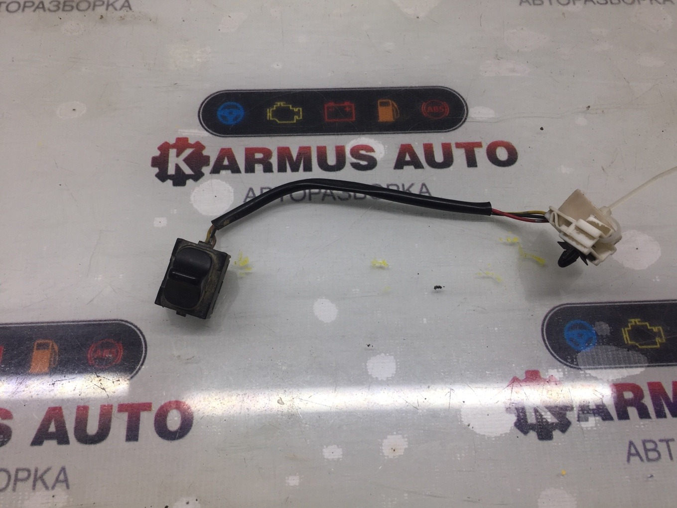 Кнопка стеклоподъемника Nissan Bluberd EU13 SR18DE задняя