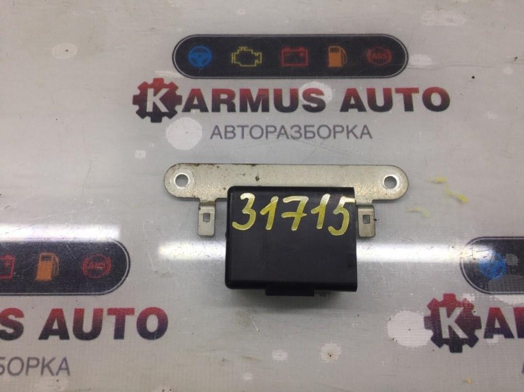 Блок управления стеклоподъемником Nissan Bluberd EU13 SR18DE задний