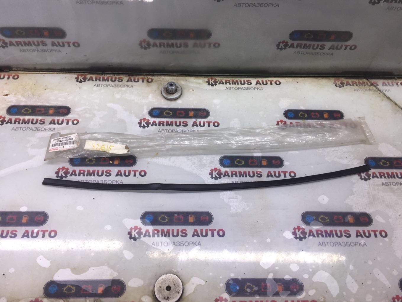 Молдинг лобового стекла Toyota Land Cruiser HDJ100L 1HDFTE