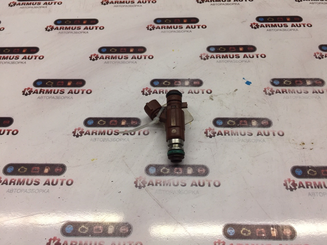 Форсунка топливная Nissan Cefiro A33 VQ20DE