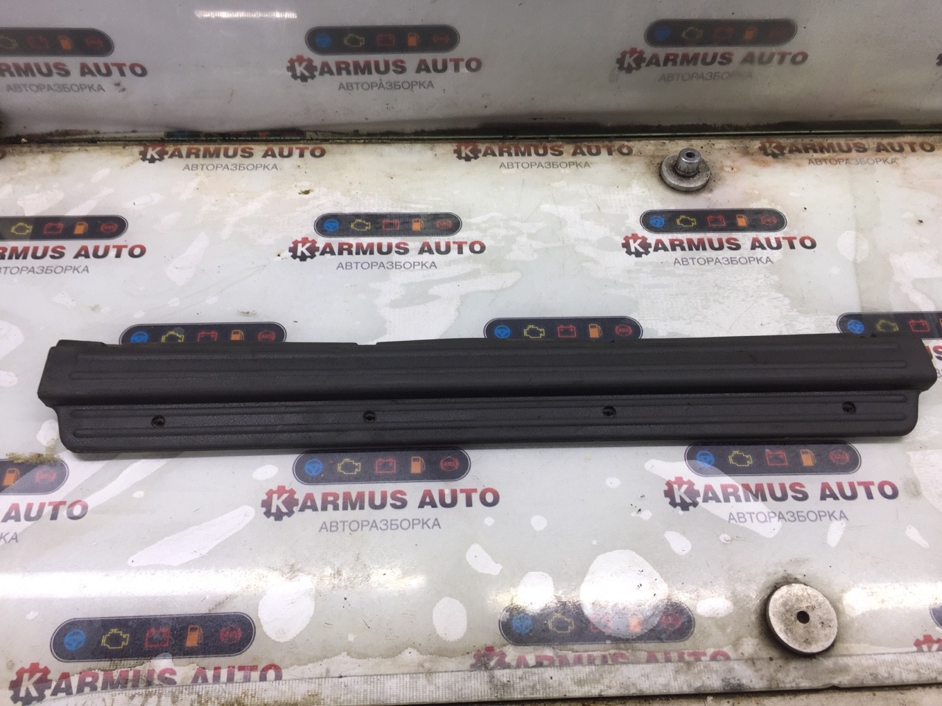 Накладка порога Mitsubishi Pajero V44W 4D56 передняя правая