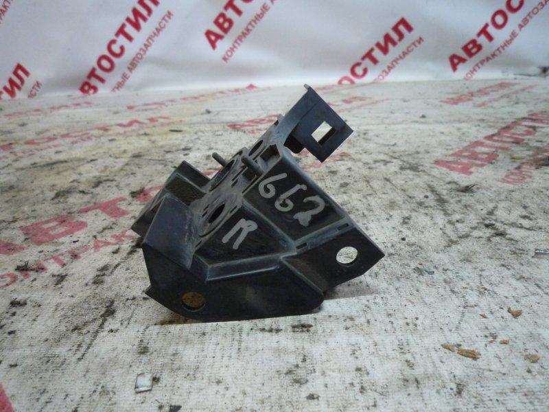 Крепление решетки радиатора Subaru Impreza GG2, GG3, GG9, GGA,GDC, GDD, GD2, GD3,GGC EJ20 2003 переднее правое