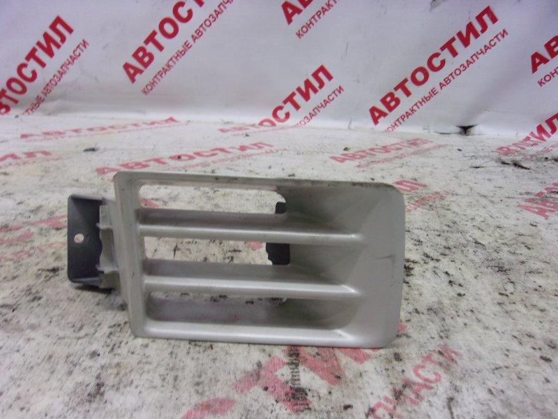 Заглушка бампера Mitsubishi Chariot Grandis N84W, N86W, N94W, N96W 4G64 2000 передняя правая