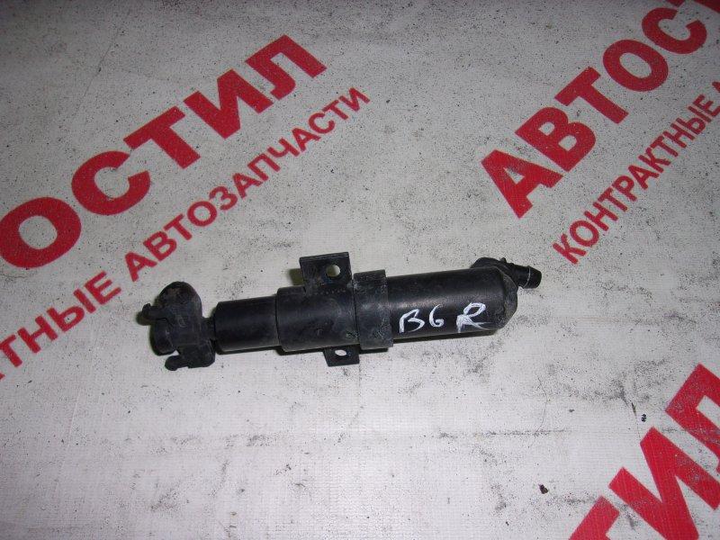 Форсунка омывателя фар Volkswagen Passat B6 AXZ 2005-2010 правая