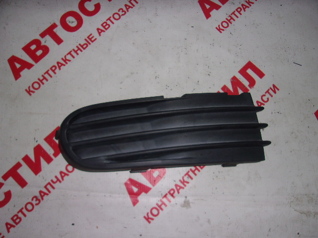 Заглушка бампера Volvo V50 MW20 B5244S4 2004 правая
