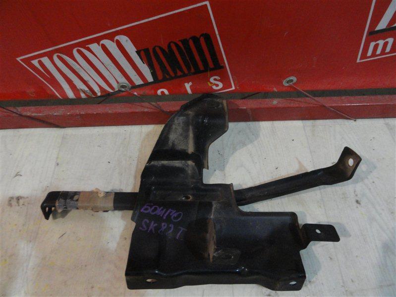 Кронштейн крыла Mazda Bongo SK82M F8 передний левый