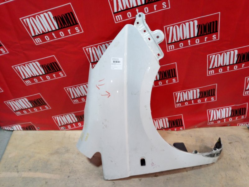Крыло Toyota Isis ZNM10 1ZZ-FE 2004 переднее правое белый перламутр
