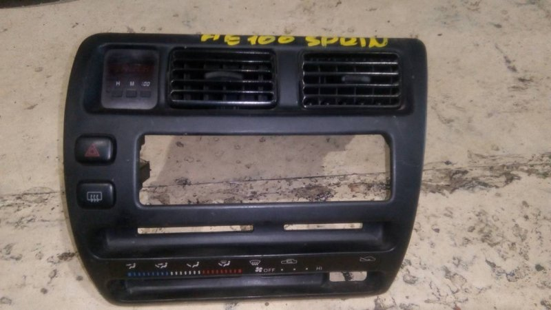 Рамка (консоль магнитофона) Toyota Sprinter AE100 1991