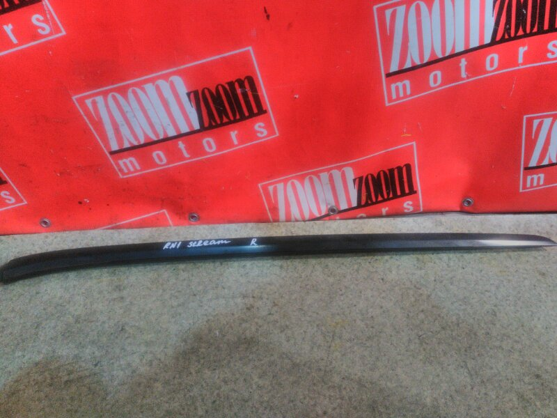 Молдинг лобового стекла Honda Stream RN1 D17A 2000 правый