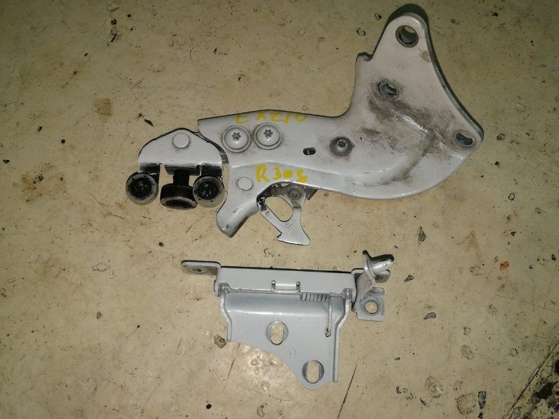 Кронштейн двери Toyota Raum EXZ10 5E-FE 1997 задний правый