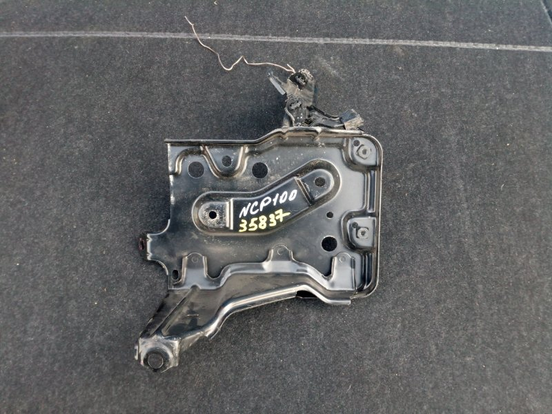Полка под аккумулятор Toyota Ractis NCP100 2005