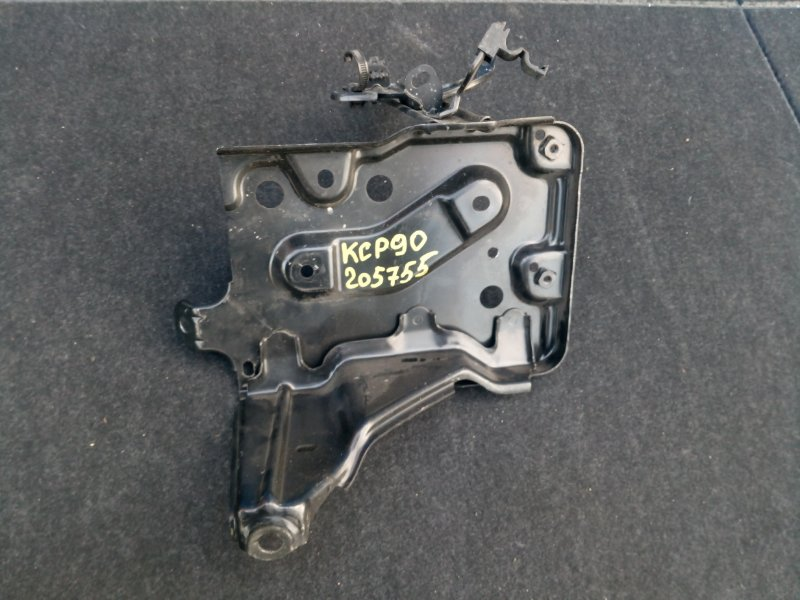 Полка под аккумулятор Toyota Vitz KSP90 1KR-FE 2007