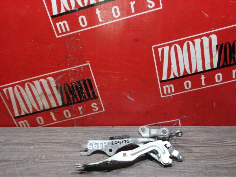 Кронштейн багажника Mazda Atenza GGEP L3-VE 2002 задний серебро