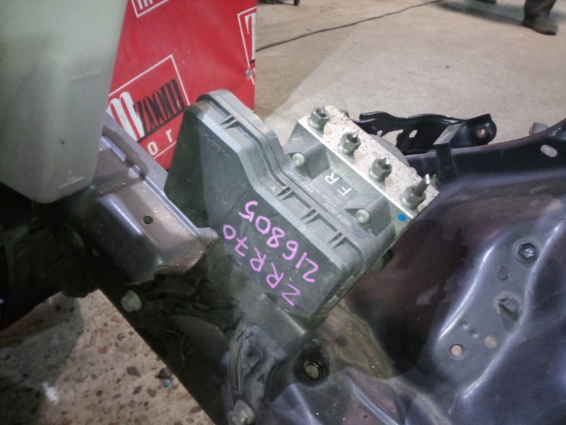 Блок abs (модулятор abs) Toyota Voxy ZRR70 3ZR-FE 2007