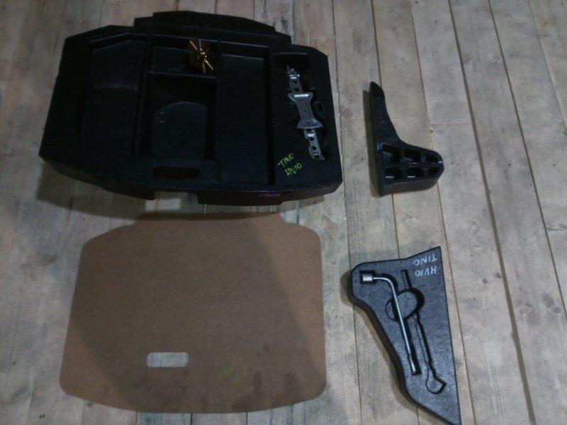 Накладка багажника Nissan Tino HV10 QG18DE 1998 задняя