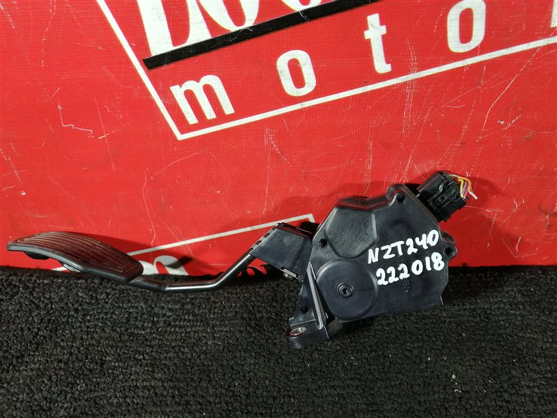 Педаль Toyota Premio NZT240 1NZ-FE 2000